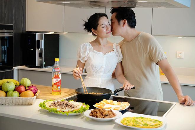 """Sao """"đảm"""" mùa dịch: Lan Phương và Sara Lưu trổ tài nấu ăn ngon với công thức chuẩn LIGHT - """"chiến"""" với thừa cholesterol - ảnh 2"""