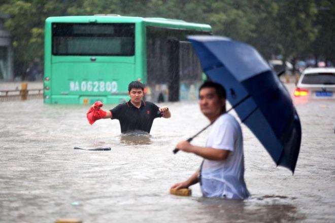 Trung Quốc cho nổ tung đê ngăn nước để chuyển hướng lũ - ảnh 2