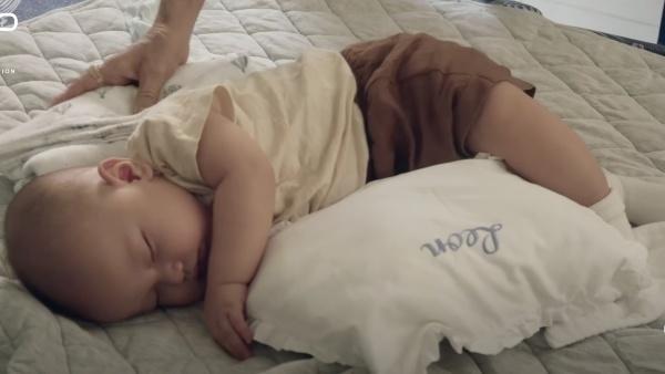 Con trai Hồ Ngọc Hà liên tục 'trở mặt' dù đóng có 2s quảng cáo - ảnh 15