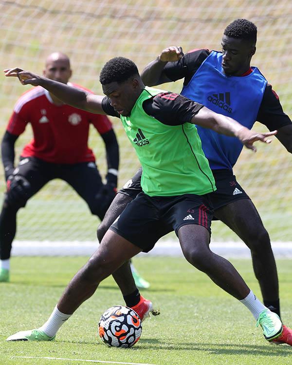 Man Utd tập hăng say, xuất hiện cạ cứng với De Gea, Henderson - ảnh 11