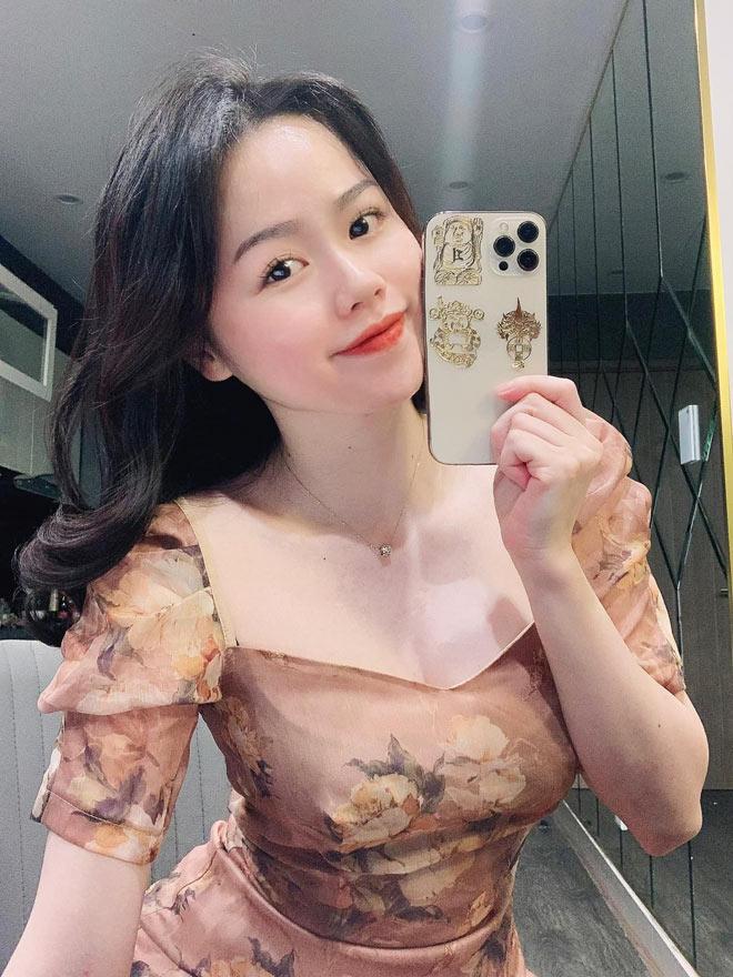 Bạn gái cũ Quang Hải trở thành BTV thể thao, dân tình