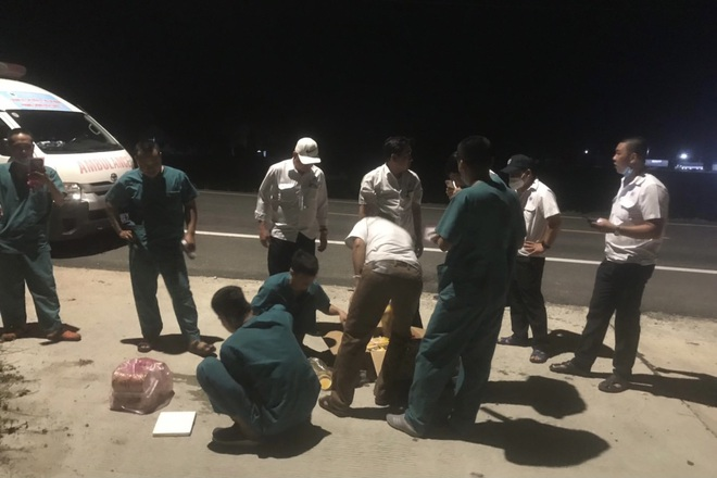 17 giờ chạy xuyên đêm, 5 xe cấp cứu của Đà Nẵng chi viện TPHCM chống dịch - ảnh 4