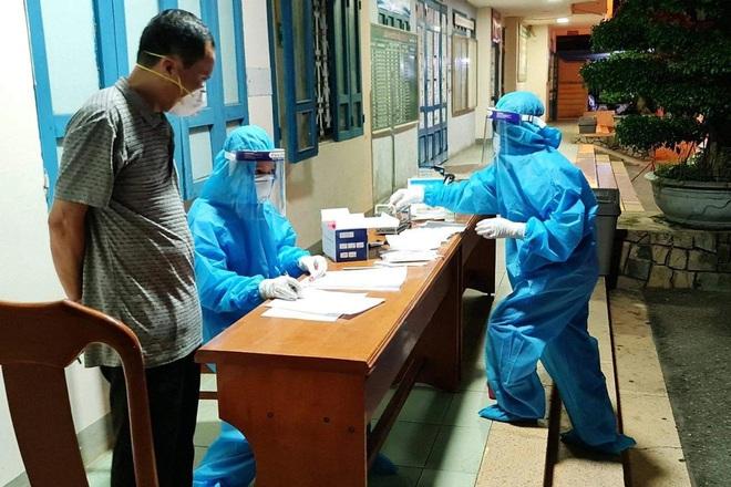 Quảng Bình: Lái taxi dương tính SARS-CoV-2 tiếp xúc hàng chục hành khách - ảnh 2
