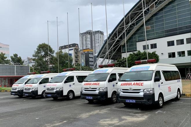 17 giờ chạy xuyên đêm, 5 xe cấp cứu của Đà Nẵng chi viện TPHCM chống dịch - ảnh 2