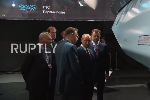 """Ông Putin chiêm ngưỡng tiêm kích """"Chiếu tướng"""" tiên tiến của Nga - ảnh 2"""