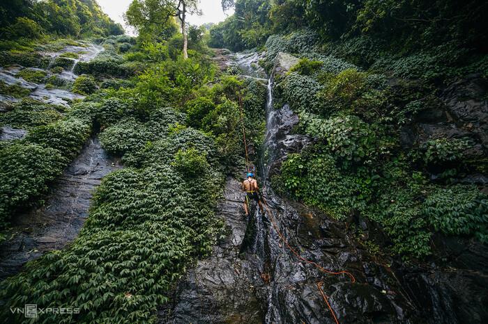 Leo thác khám phá núi rừng Ba Vì - ảnh 9