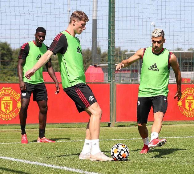 Trở lại Man Utd, Jesse Lingard được Michael Carrick chỉ bảo tận tình - ảnh 8
