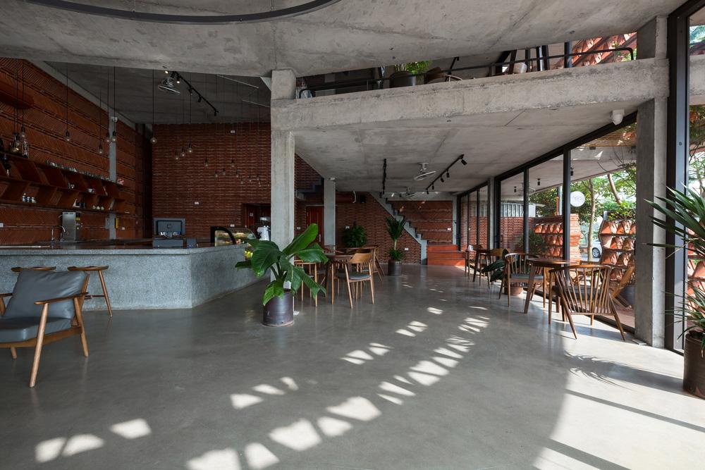 Quán cà phê lấy cảm hứng từ cành cây và hang động của người tiền sử ở Hà Nội đẹp lạ trên báo Mỹ - ảnh 10