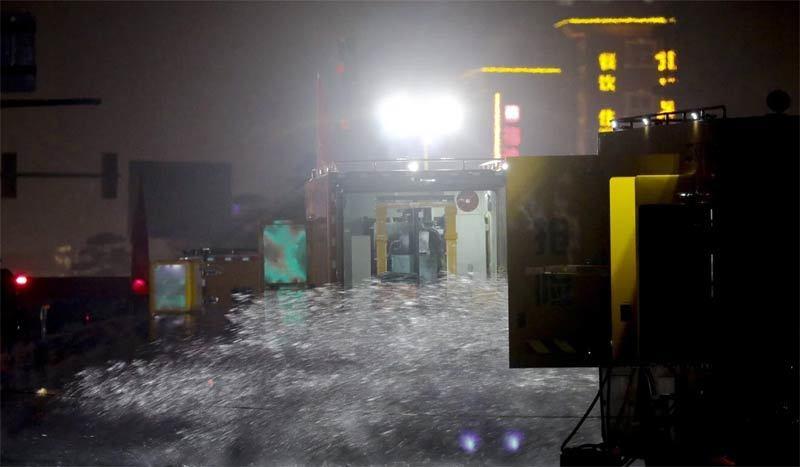 Hàng trăm ôtô bị nhấn chìm trong đường hầm ngập nước ở Trung Quốc - ảnh 2