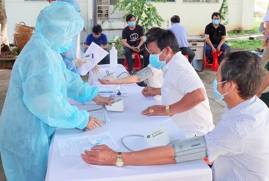 Bình Dương phát động chiến dịch tiêm vắc xin cho hơn 1 triệu dân và công nhân lao động - ảnh 2