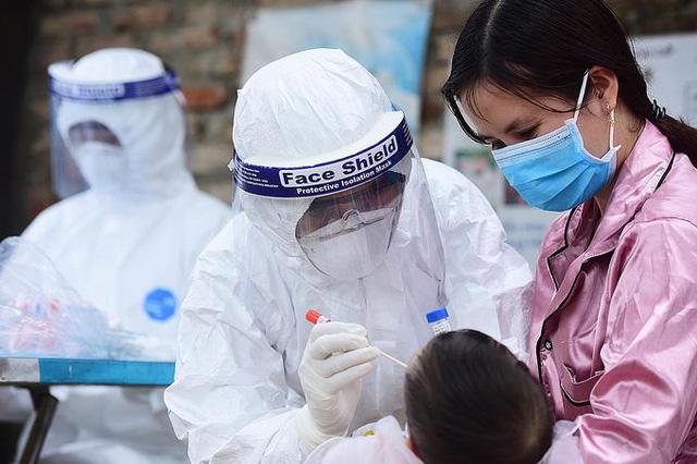 5 bé gái dương tính SARS-CoV-2, Hà Nội thêm 9 ca trong buổi sáng đầu tiên giãn cách - ảnh 2