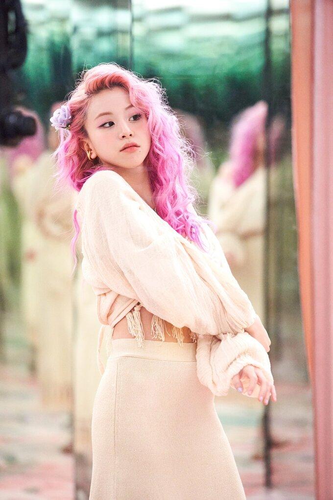 Tae Yeon dạo này mặc đẹp mê mẩn, hóa ra đứng sau là stylist không thể đỉnh hơn - ảnh 16