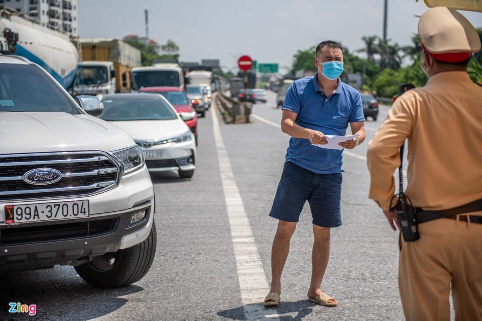 Tài xế tranh luận với CSGT khi Hà Nội cấm xe vào nội thành - ảnh 11