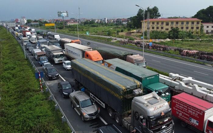 Ngày đầu giãn cách xã hội, cao tốc Pháp Vân – Cầu Giẽ ùn tắc, hàng loạt phương tiện phải quay đầu - ảnh 3