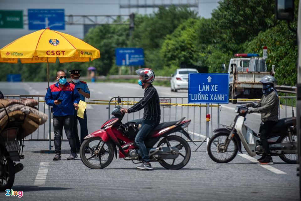 Tài xế tranh luận với CSGT khi Hà Nội cấm xe vào nội thành - ảnh 3