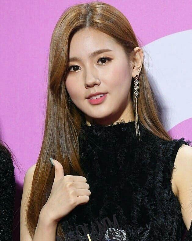 Mi Yeon (G)I-DLE đạt đỉnh cao nhan sắc nhờ giảm mỡ má, thu gọn cằm - ảnh 6