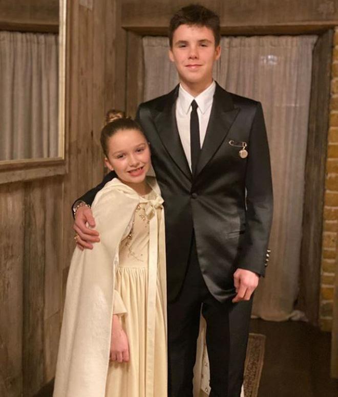 Công chúa út nhà Beckham: Càng lớn càng trổ mã, vừa xinh vừa mặc ổn, quả không hổ là con của 2