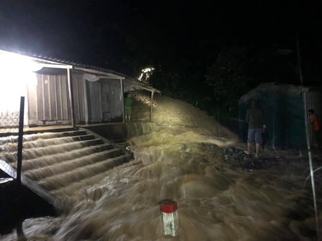 Mưa lớn suốt 24 giờ gây ngập lụt ở huyện cao nhất Nghệ An - ảnh 2