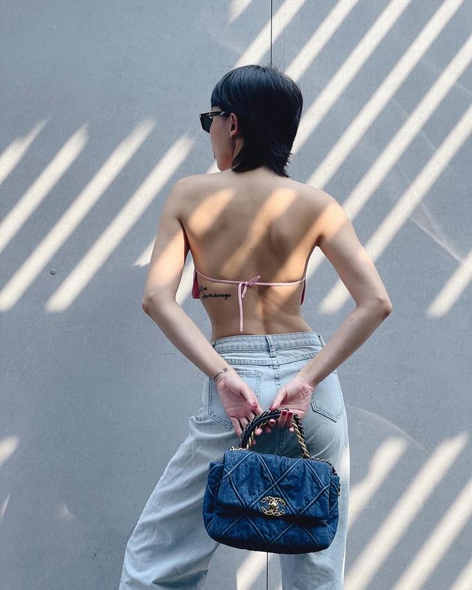 Thời trang đi làm tôn chân cực phẩm, eo bằng nắm tay của Angelababy - ảnh 20