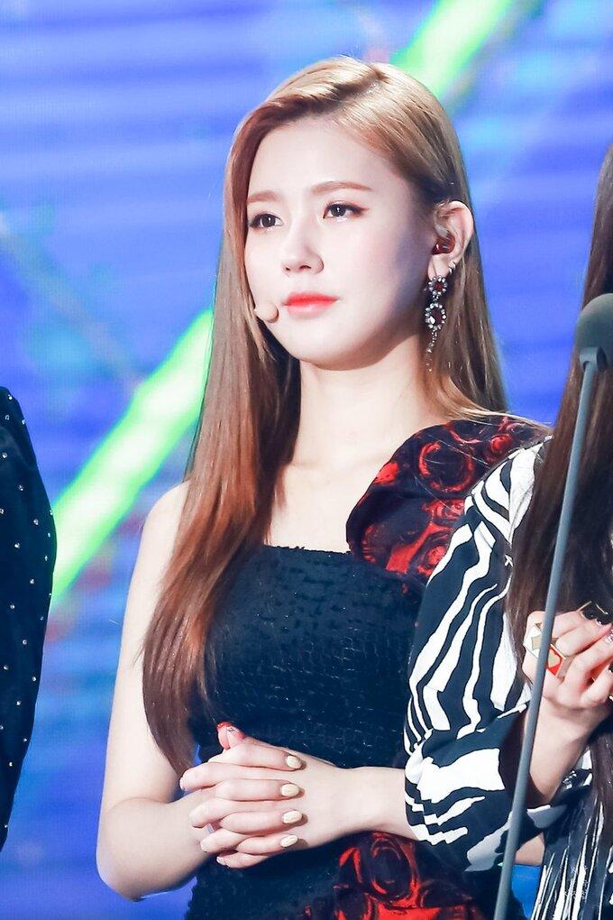 Mi Yeon (G)I-DLE đạt đỉnh cao nhan sắc nhờ giảm mỡ má, thu gọn cằm - ảnh 5