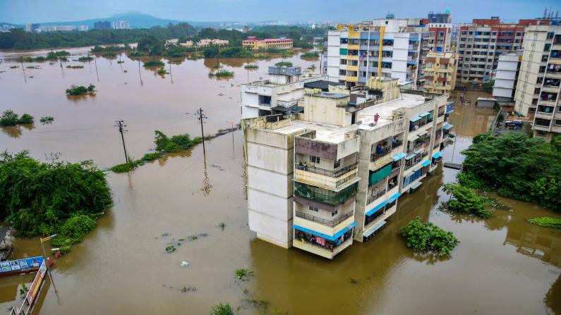 Quốc gia hứng chịu mưa lũ lớn nhất 40 năm, ít nhất 125 người chết - ảnh 2
