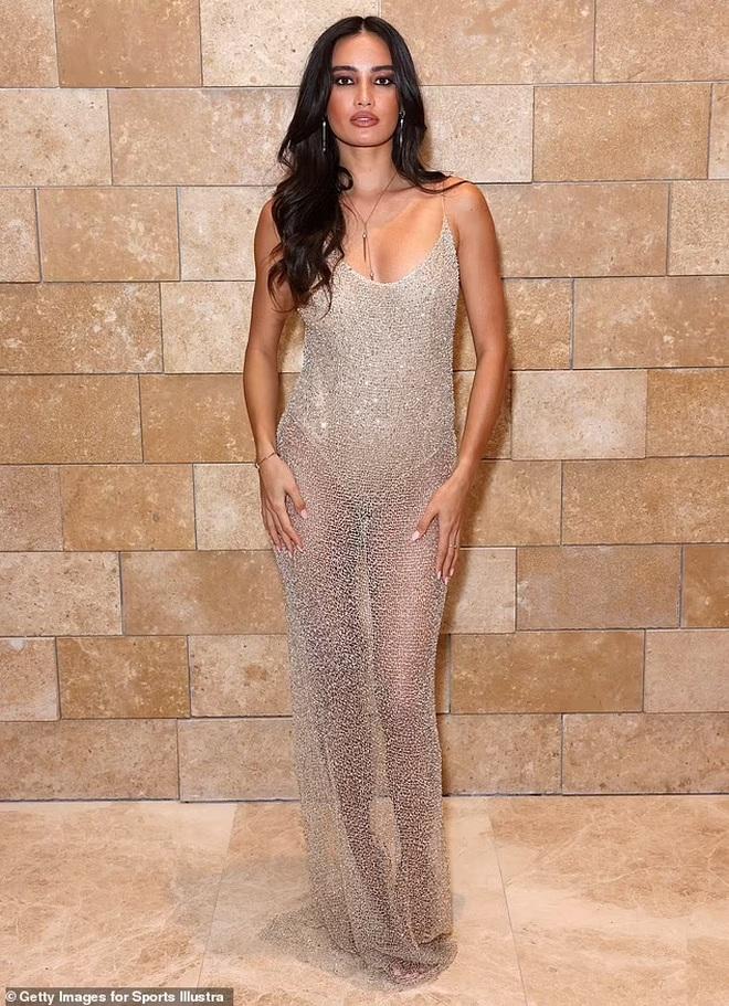 Hoa hậu hoàn vũ mặc bốc lửa trong tiệc của tạp chí áo tắm danh tiếng - ảnh 6