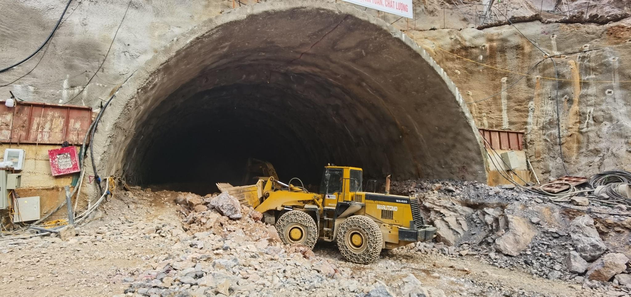Quảng Ninh: Trong tháng 8 sẽ thông hầm đường bộ bên vịnh Hạ Long - ảnh 2