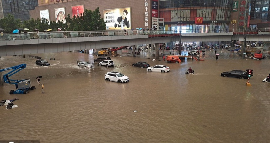 Khung cảnh thành phố iPhone chìm trong biển nước - ảnh 11
