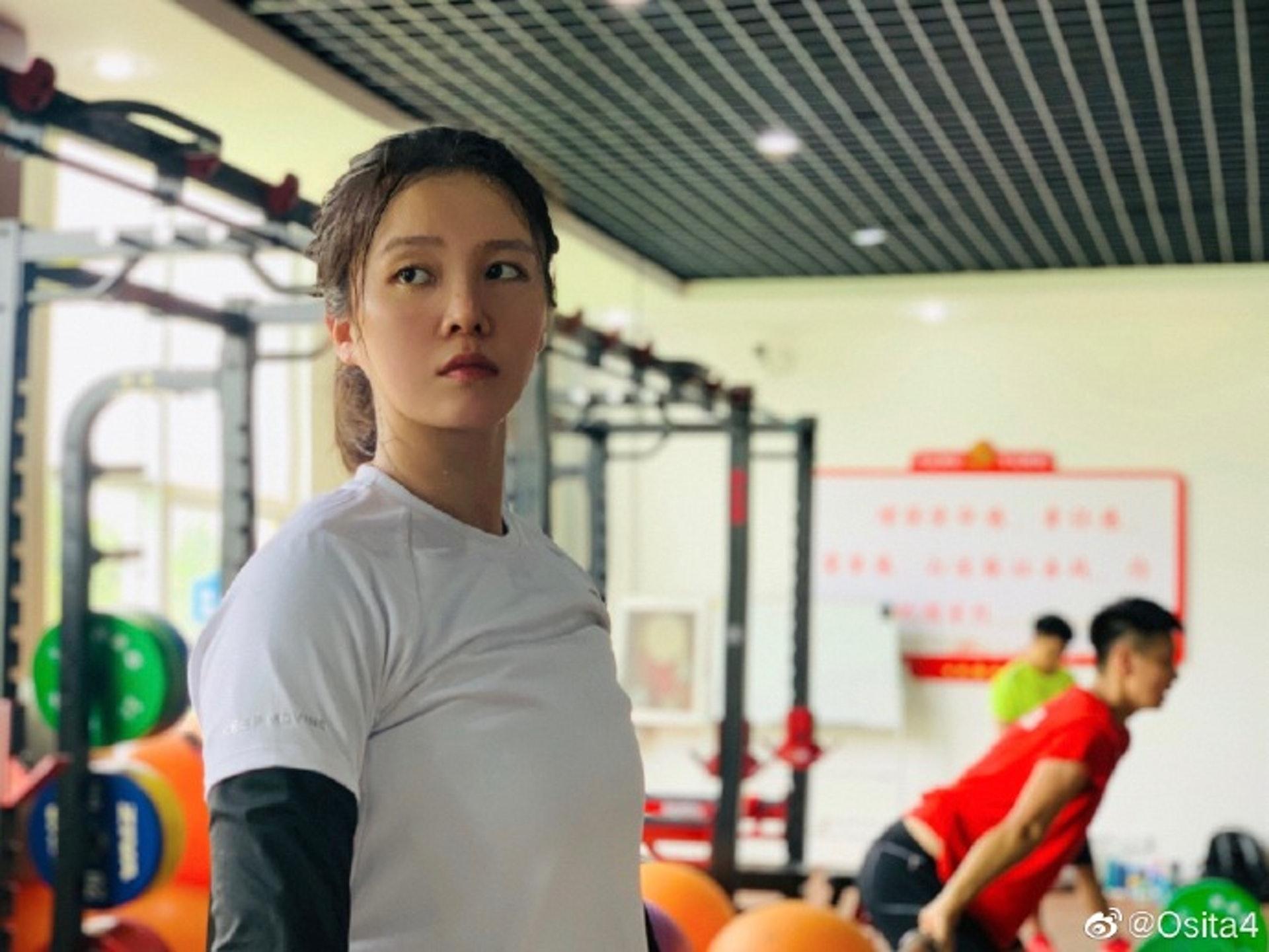 Đội trưởng đội tuyển bóng nước nữ Trung Quốc gây bão MXH vì ngoại hình nổi bật, nhan sắc được so sánh cùng Trương Bá Chi - ảnh 8