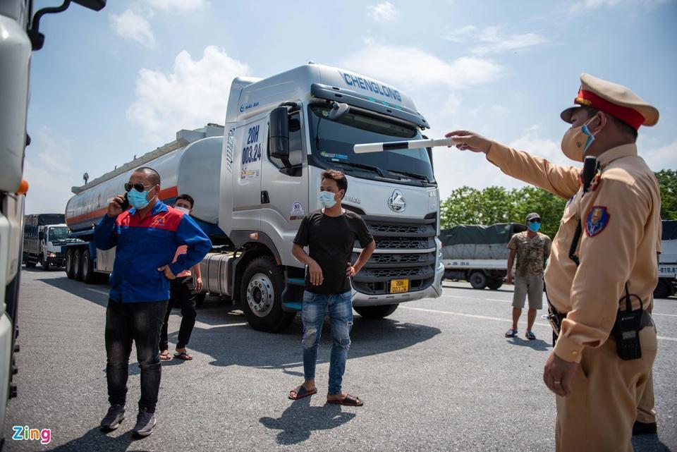 Tài xế tranh luận với CSGT khi Hà Nội cấm xe vào nội thành - ảnh 4