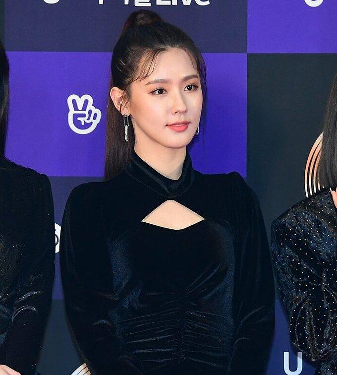 Mi Yeon (G)I-DLE đạt đỉnh cao nhan sắc nhờ giảm mỡ má, thu gọn cằm - ảnh 7