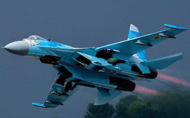 Vì sao NATO căm ghét phi đội máy bay chiến đấu hạng nặng Su-27? - ảnh 8