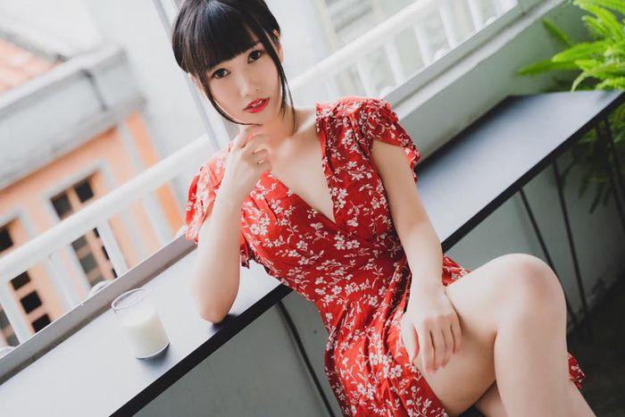 Hot girl khoe ảnh diện trang phục nữ sinh ngắn cũn cỡn gây phản cảm - ảnh 14