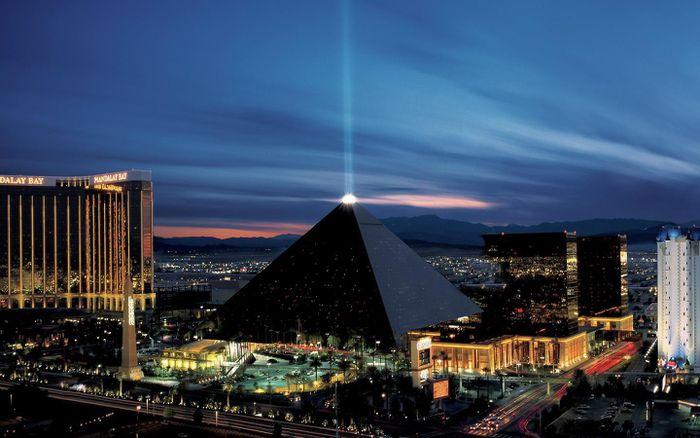 8 công trình kiến trúc kim tự tháp độc đáo - ảnh 5