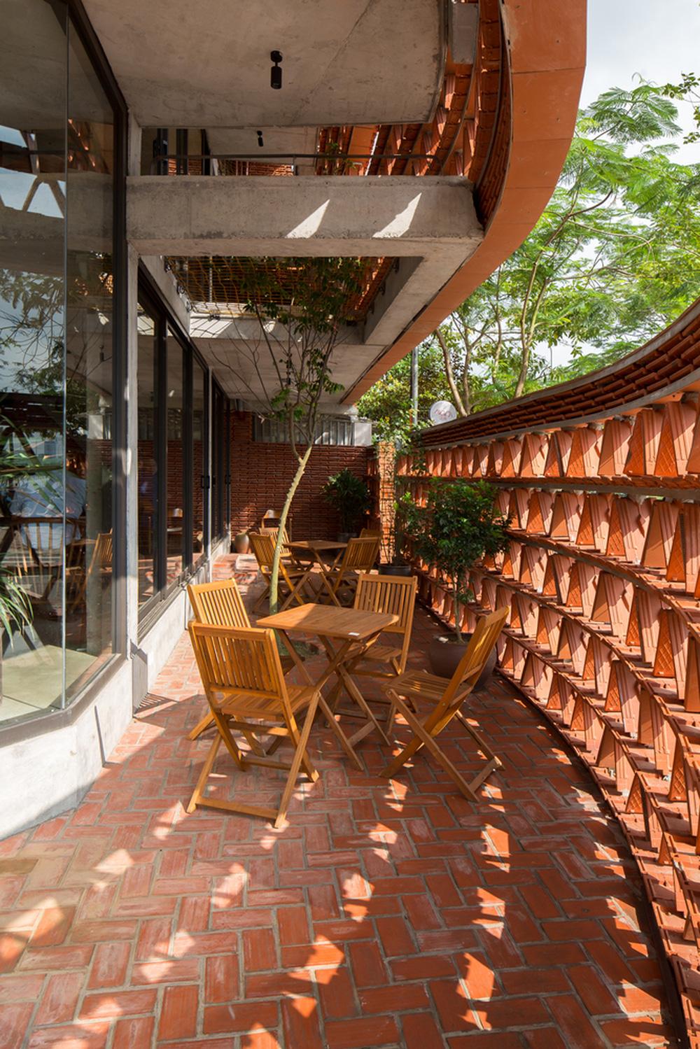 Quán cà phê lấy cảm hứng từ cành cây và hang động của người tiền sử ở Hà Nội đẹp lạ trên báo Mỹ - ảnh 17