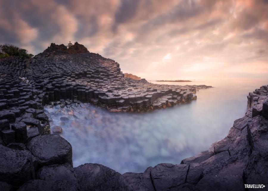 Gành Đá Đĩa Phú Yên tuyệt đẹp qua lăng kính vlogger Bùi Tiên Phong - ảnh 6