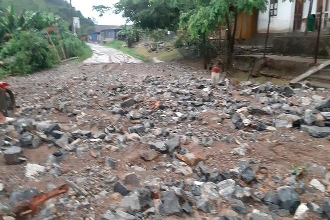 Mưa lớn suốt 24 giờ gây ngập lụt ở huyện cao nhất Nghệ An - ảnh 7