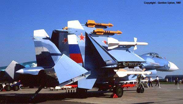 Vì sao NATO căm ghét phi đội máy bay chiến đấu hạng nặng Su-27? - ảnh 9
