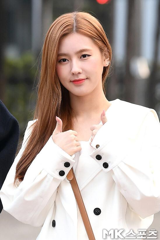 Mi Yeon (G)I-DLE đạt đỉnh cao nhan sắc nhờ giảm mỡ má, thu gọn cằm - ảnh 3