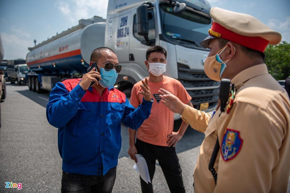 Tài xế tranh luận với CSGT khi Hà Nội cấm xe vào nội thành - ảnh 5