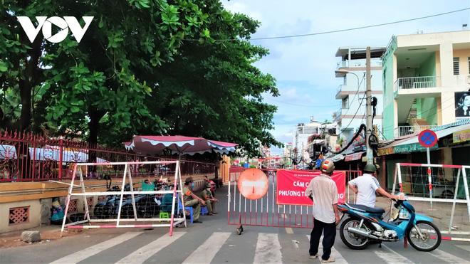 Hà Nội: Cách ly y tế tòa chung cư ở Khu đô thị Ngoại giao đoàn; Khởi tố vụ án hình sự con làm lây lan dịch bệnh truyền nhiễm nguy hiểm cho mẹ - ảnh 8