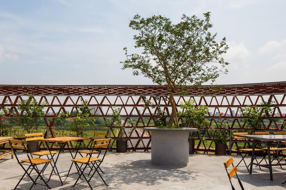 Quán cà phê lấy cảm hứng từ cành cây và hang động của người tiền sử ở Hà Nội đẹp lạ trên báo Mỹ - ảnh 14
