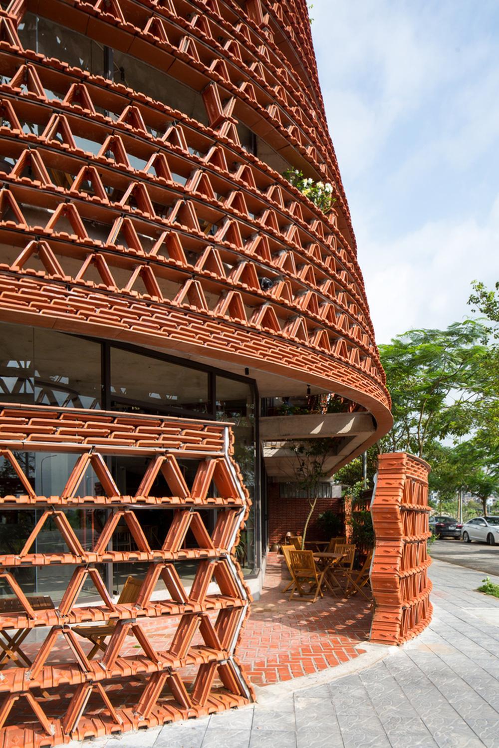 Quán cà phê lấy cảm hứng từ cành cây và hang động của người tiền sử ở Hà Nội đẹp lạ trên báo Mỹ - ảnh 16