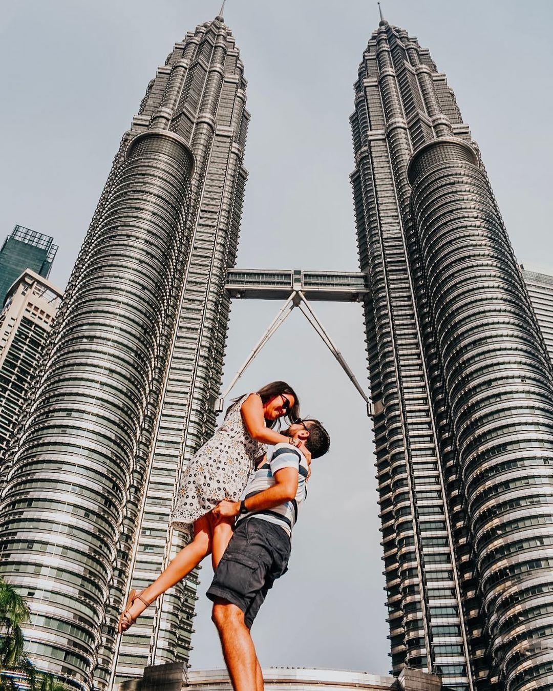 Nước nào ở Đông Nam Á có tòa tháp đôi cao nhất thế giới? - ảnh 2