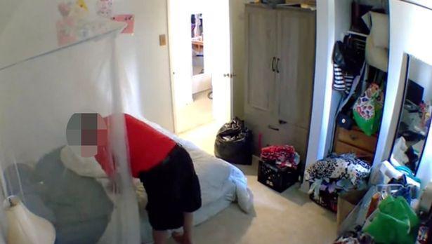 Đặt camera giám sát căn hộ lúc đi vắng, cô gái rợn người phát hiện hành động biến thái của chủ nhà - ảnh 2
