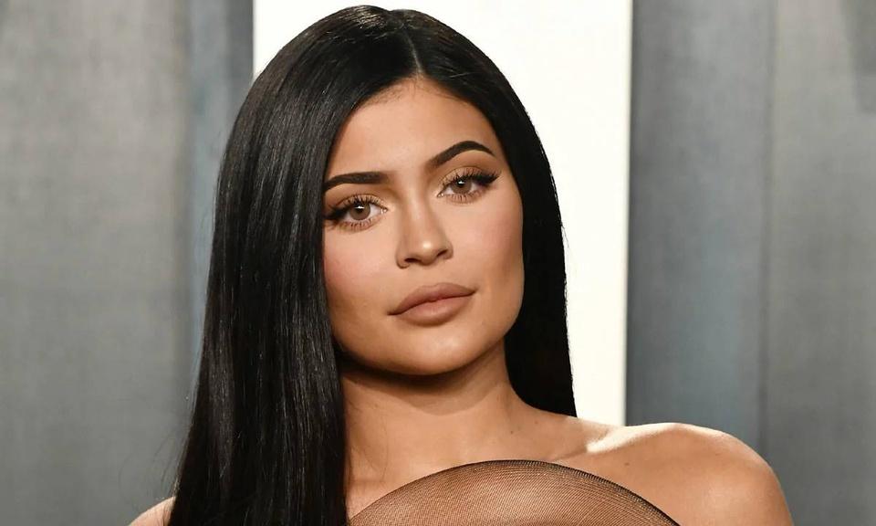 Kim Kardashian và Kylie Jenner xin trợ cấp thất nghiệp vì Covid-19, sự thật gây bức xúc - ảnh 8
