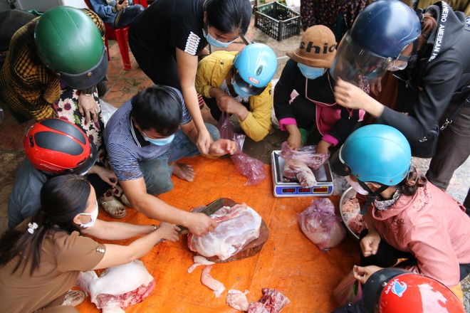 Đắk Nông trước giãn cách xã hội: Bán hết nửa tấn thịt heo trong một giờ - ảnh 2