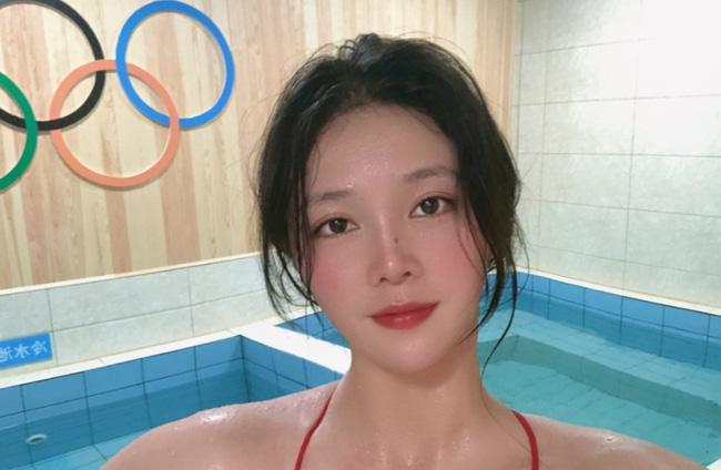 Đội trưởng đội tuyển bóng nước nữ Trung Quốc gây bão MXH vì ngoại hình nổi bật, nhan sắc được so sánh cùng Trương Bá Chi - ảnh 3