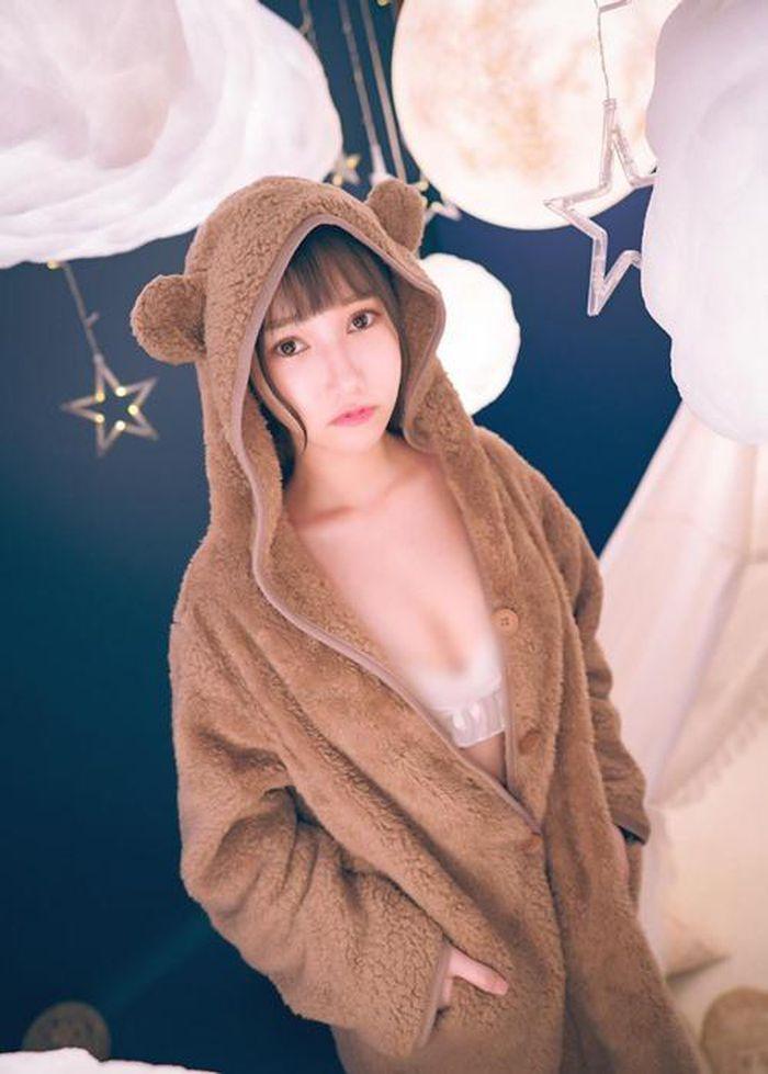 Hot girl khoe ảnh diện trang phục nữ sinh ngắn cũn cỡn gây phản cảm - ảnh 6