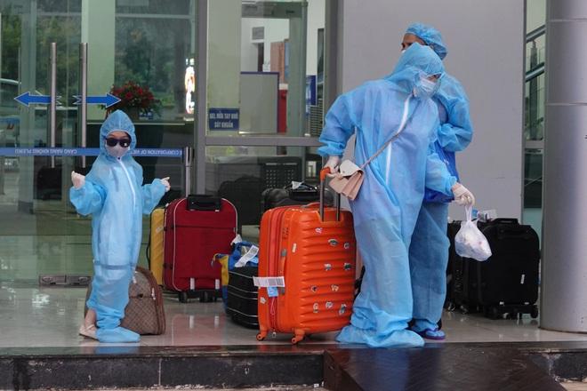 Chuyến bay đầu tiên đón công dân từ TPHCM về đến Gia Lai - ảnh 4